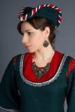 Chica joven hermosa en un vestido histórico Fotos de archivo libres de regalías