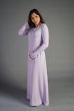 Chica joven hermosa en un vestido histórico Foto de archivo libre de regalías