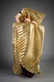 Chica joven hermosa en un vestido histórico Fotografía de archivo libre de regalías