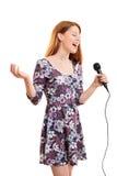 Chica joven hermosa que canta Foto de archivo libre de regalías
