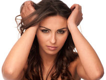 Chica joven hermosa que gesticula dolor de cabeza Fotos de archivo