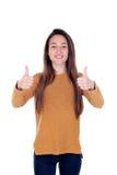 Chica joven hermosa que muestra la muestra aceptable con sus pulgares Fotos de archivo