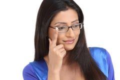 Chica joven india con las lentes Fotografía de archivo