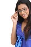 Chica joven india con las lentes Imagen de archivo libre de regalías