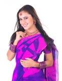 Chica joven india con una sonrisa hermosa Foto de archivo