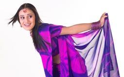 Chica joven india en un humor de la relajación Imágenes de archivo libres de regalías