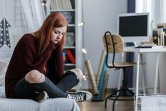 Chica joven infeliz con la depresión Fotos de archivo libres de regalías
