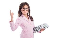 Chica joven linda con los vidrios y la calculadora. Imagen de archivo