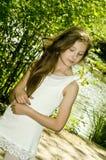 Chica joven linda en parque Imagen de archivo libre de regalías