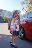 Chica joven lista para ir a la escuela foto de archivo