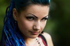 Chica joven perforada con el pelo azul Imagen de archivo libre de regalías