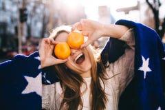 Chica joven positiva y alegre Foto de archivo