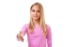 Chica joven preciosa con una mano abierta lista para el apretón de manos Aislado Imágenes de archivo libres de regalías