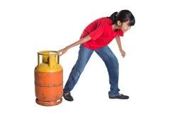 Chica joven que arrastra cocinando el cilindro de gas IV Foto de archivo libre de regalías