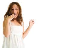 Chica joven que bosteza Fotografía de archivo libre de regalías