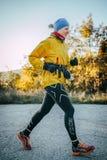 Chica joven que corre abajo del camino Imagen de archivo libre de regalías