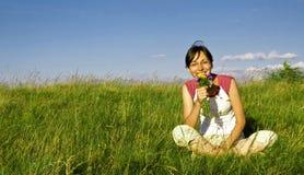 Chica joven que disfruta de verano Foto de archivo