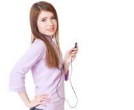 Chica joven que escucha el jugador de OM mp3 de la música Imagen de archivo
