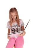 Chica joven que habla en su teléfono celular Fotografía de archivo