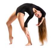 Chica joven que hace ejercicios gimnásticos Imágenes de archivo libres de regalías