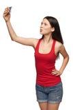 Chica joven que hace el selfie a través del teléfono móvil Fotografía de archivo