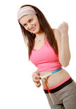 Chica joven que hace medida alrededor de su cintura con la cinta métrica Foto de archivo