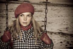 Chica joven que hace pivotar solamente Fotografía de archivo libre de regalías