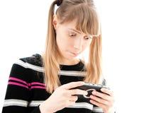 Chica joven que juega al juego video Foto de archivo libre de regalías