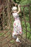 Chica joven que juega en el marco que sube 02 Foto de archivo libre de regalías