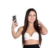 Chica joven que liga feliz que toma imágenes de sí misma Foto de archivo libre de regalías