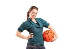 Chica joven que lleva a cabo un baloncesto Imágenes de archivo libres de regalías
