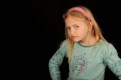 Chica joven que mira la cruz Fotografía de archivo