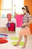 Chica joven que mira la tapa agradable Imagen de archivo libre de regalías