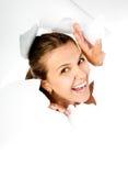 Chica joven que mira a través del agujero en papel Imagen de archivo libre de regalías