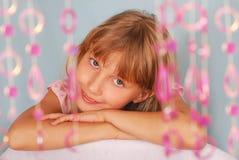 Chica joven que presenta en estudio Imágenes de archivo libres de regalías