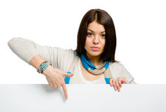 Chica joven que señala con el índice en el copyspace Fotografía de archivo libre de regalías