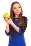 Chica joven que sostiene la manzana roja Fotos de archivo