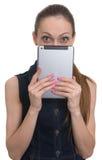 Chica joven que sostiene la tableta Foto de archivo libre de regalías