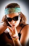 Chica joven que toca la guitarra Imagen de archivo