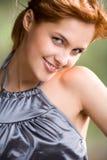 Chica joven, sonriendo Imagenes de archivo