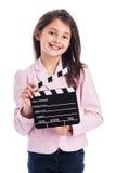 Chica joven sonriente con Clapperboard. Imagenes de archivo