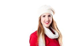 Chica joven sonriente con el sombrero y la bufanda blancos Foto de archivo