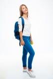 Chica joven sonriente con la mochila y la manzana Imagenes de archivo