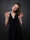 Chica joven sonriente divertida Imagen de archivo