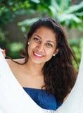 Chica joven sonriente feliz Fotografía de archivo libre de regalías