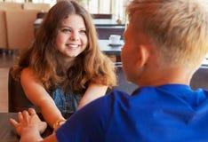 Chica joven sonriente hermosa del retrato del primer Imagen de archivo