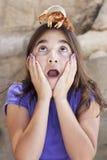 Chica joven tonta que juega con Toy Hermit Crab Fotos de archivo libres de regalías