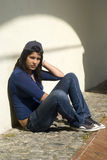 Chica joven triste al aire libre Imagenes de archivo
