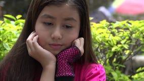 Chica joven triste o deprimida almacen de video