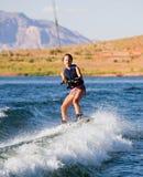 Chica joven wakeboarding en el lago Powell 02 Foto de archivo